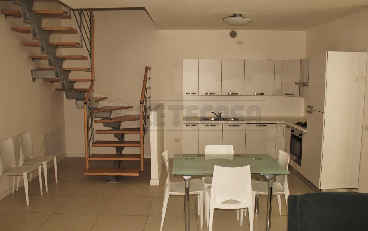 Appartamento in buone condizioni arredato in vendita Rif. 11431899