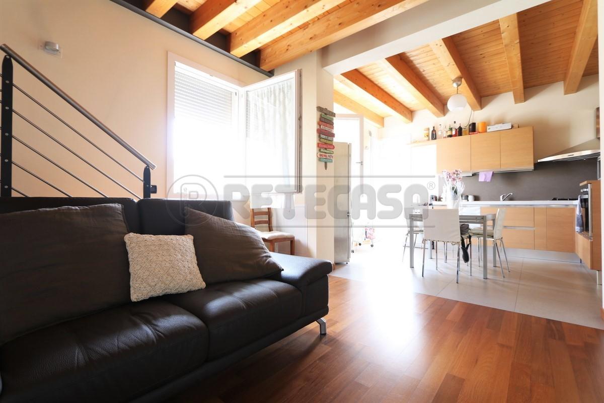 Appartamento ristrutturato arredato in affitto Rif. 10742676
