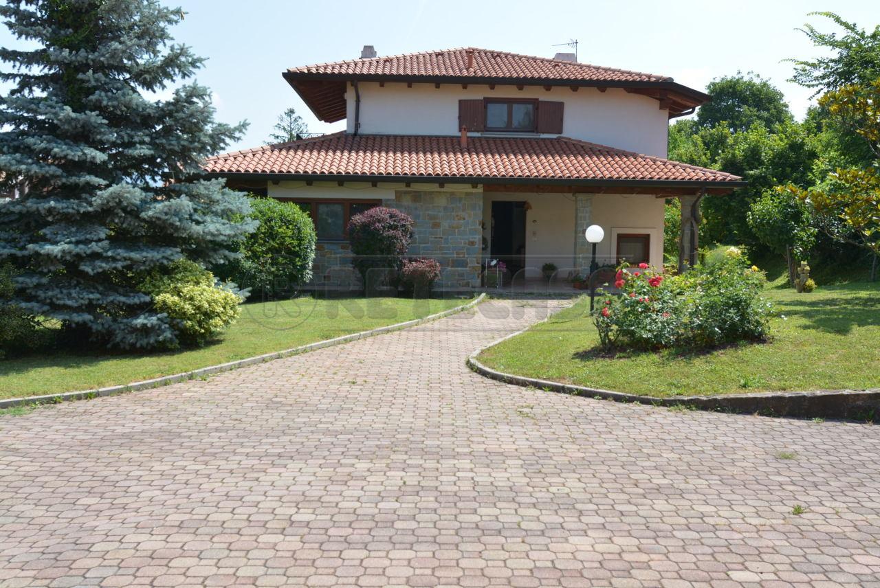 Villa in buone condizioni arredato in vendita Rif. 8858893