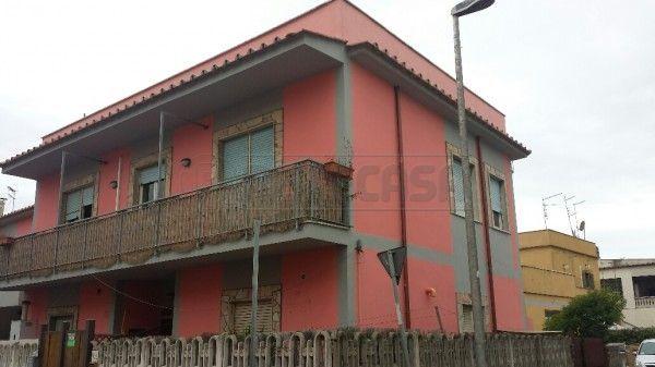 Appartamento in buone condizioni in vendita Rif. 8120655