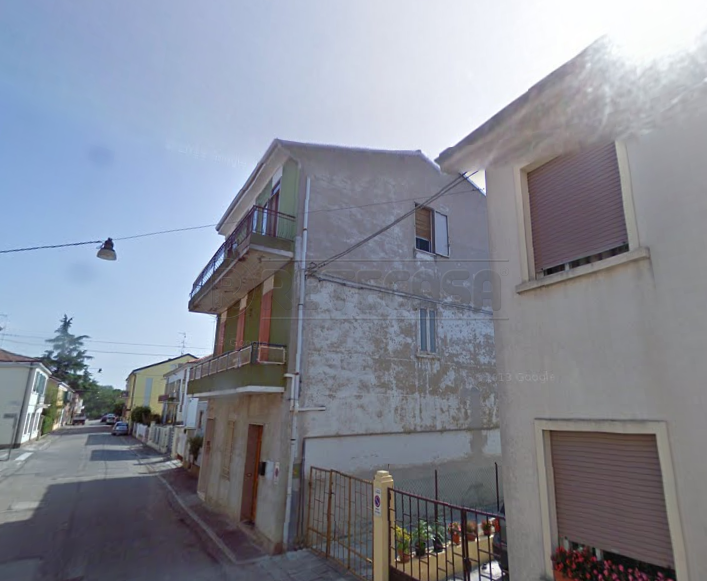Appartamento in discrete condizioni in vendita Rif. 9558536