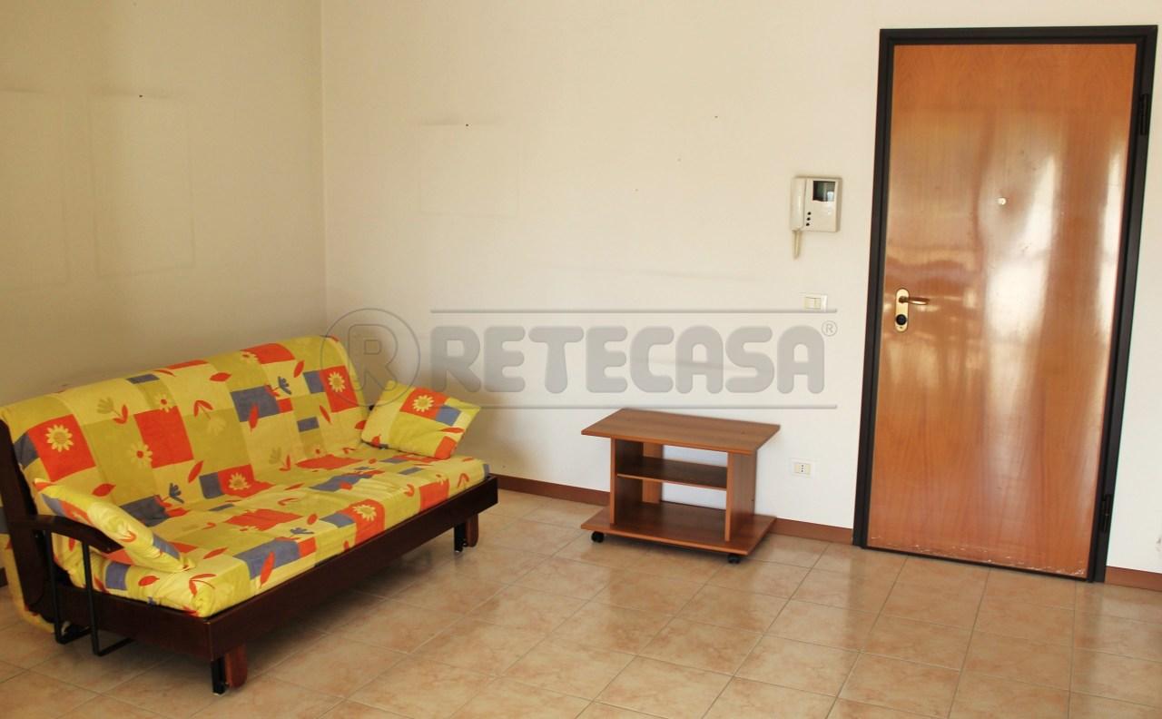 Appartamento in ottime condizioni arredato in affitto Rif. 9558530