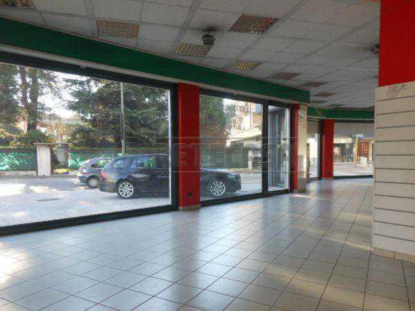 Negozio / Locale in vendita a Bassano del Grappa, 1 locali, prezzo € 400.000 | CambioCasa.it