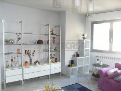 Trilocale in Vendita a Seriate, 130'000€, 93 m², arredato, con Box