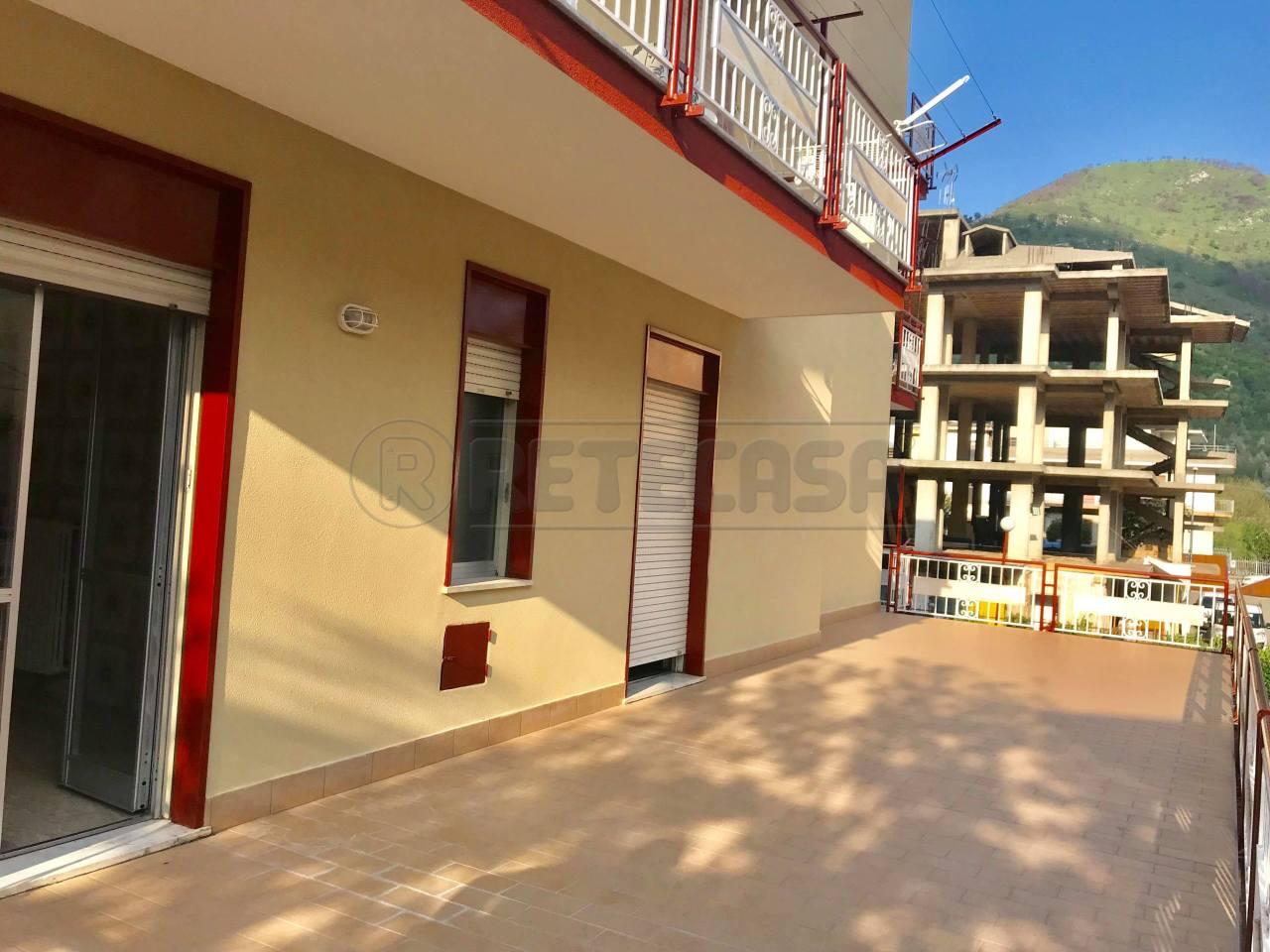 Appartamento in buone condizioni in vendita Rif. 6226399