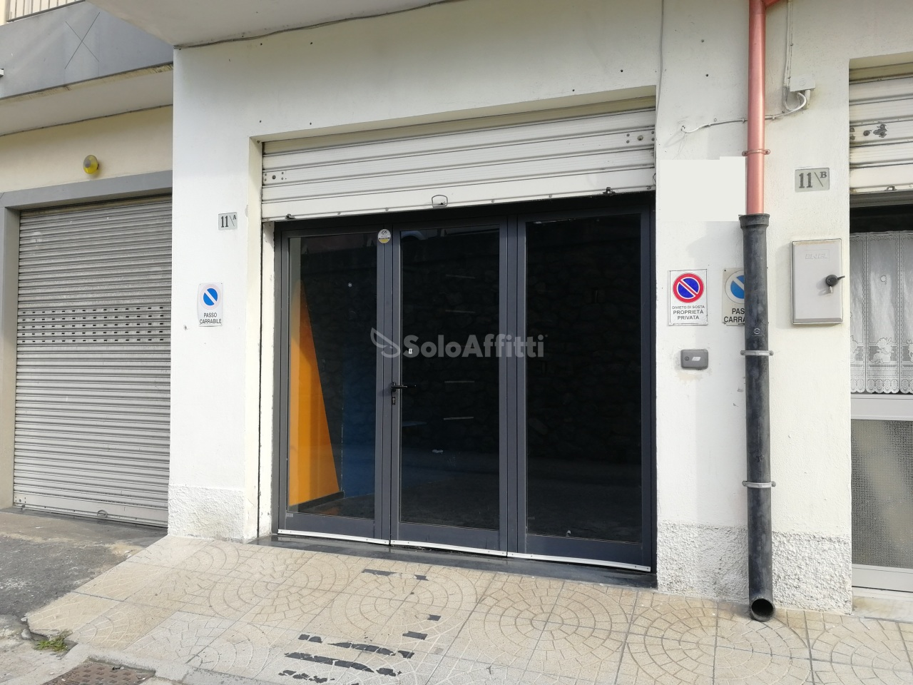 Fondo/negozio - 1 vetrina/luce a Lido Corso, Catanzaro