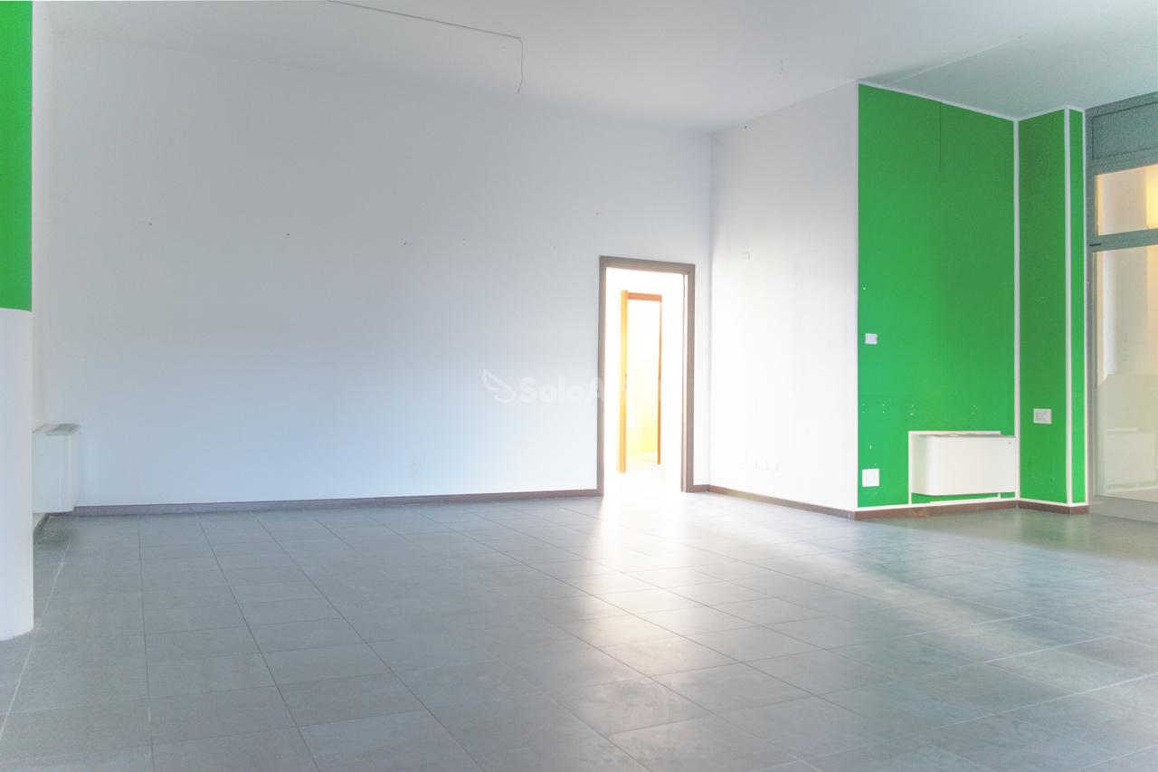 Negozio / Locale in affitto a Mariano Comense, 3 locali, prezzo € 800 | PortaleAgenzieImmobiliari.it
