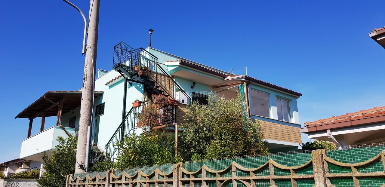 Trilocale in buone condizioni in affitto Rif. 11455020