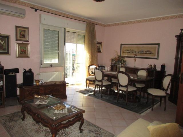 Pentalocale in ottime condizioni arredato in affitto Rif. 4134334