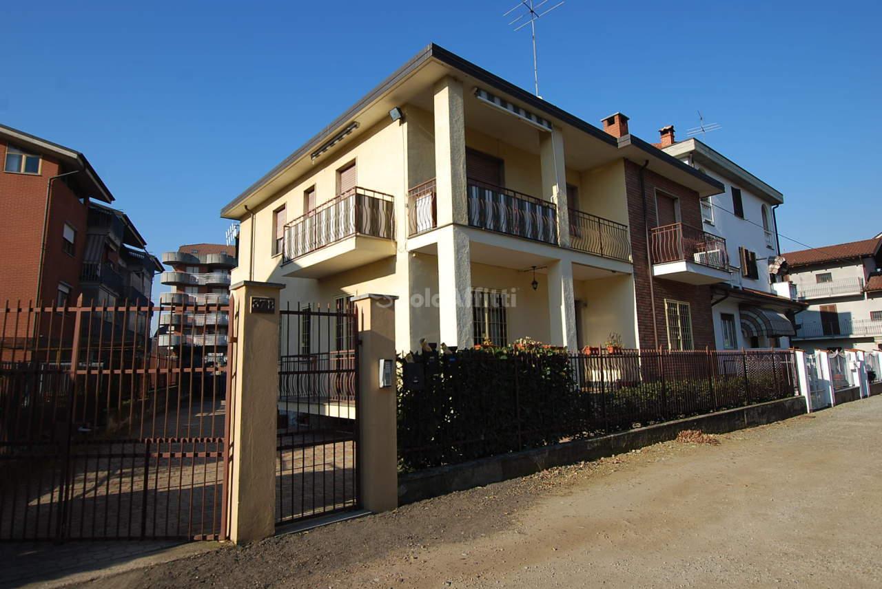 Bilocale in buone condizioni arredato in affitto Rif. 12058362