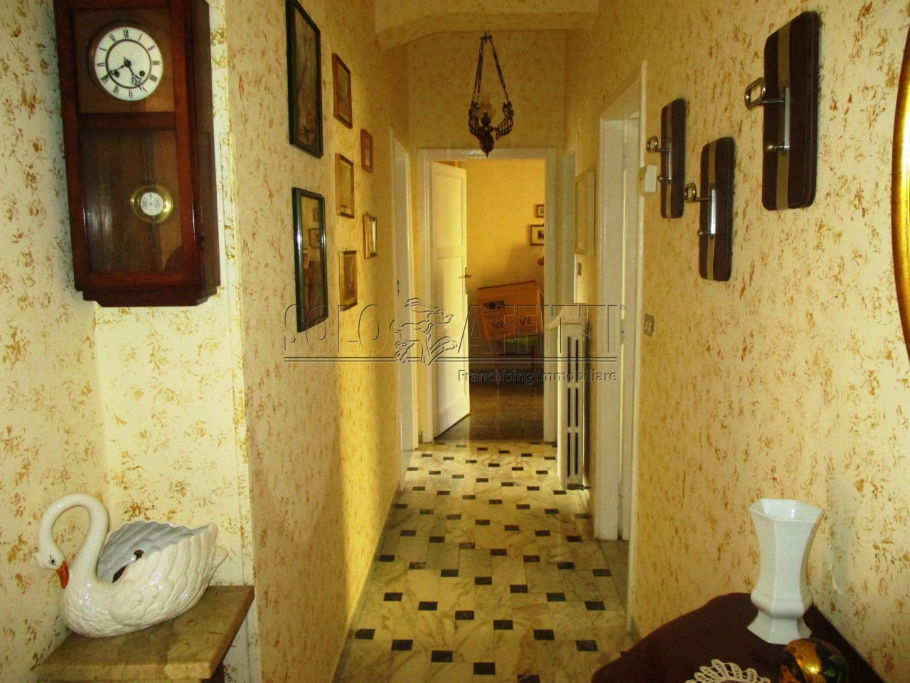 Trilocale in buone condizioni arredato in affitto Rif. 11190573