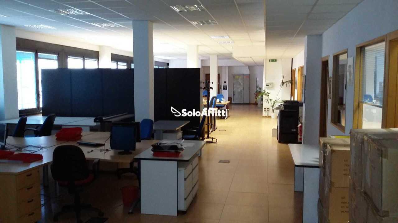 Ufficio - oltre 4 locali a Lodi - Corsica, Milano Rif. 12171457
