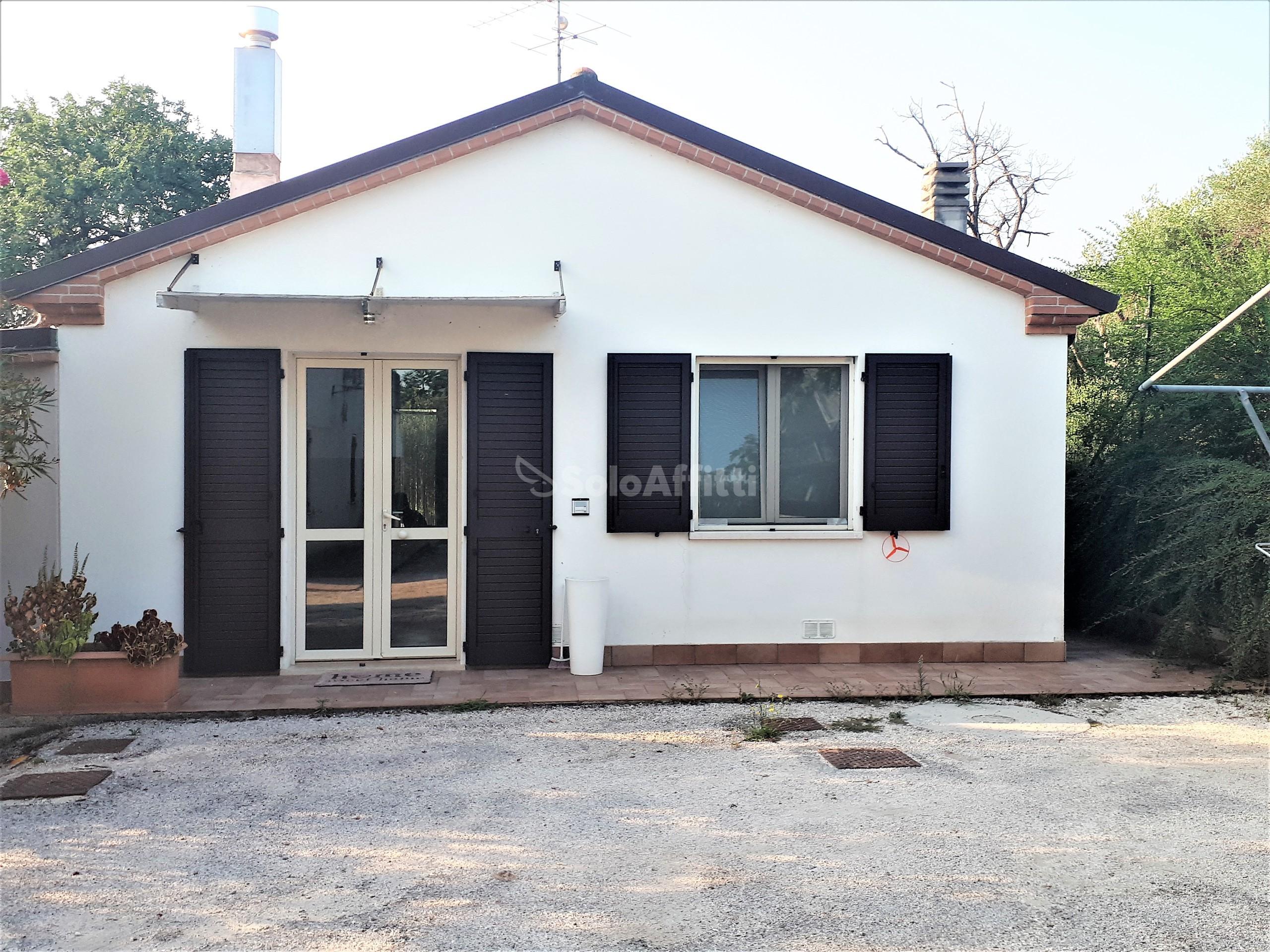 Casa indipendente Singola 12 vani 250 mq.