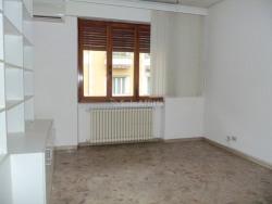 Ufficio in Affitto a Arezzo, zona Centro Storico, 850€, 95 m²