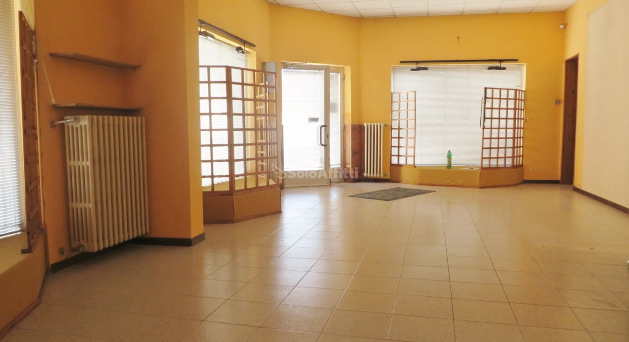 Negozio / Locale in affitto a Parabiago, 2 locali, prezzo € 600 | PortaleAgenzieImmobiliari.it