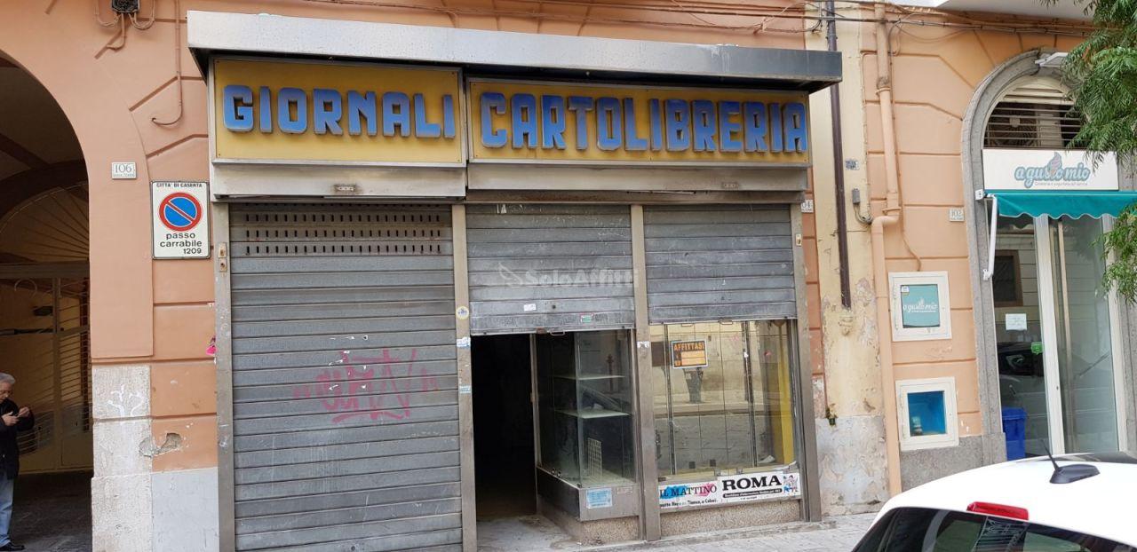 Fondo/negozio - 1 vetrina/luce a Centro, Caserta Rif. 4134764