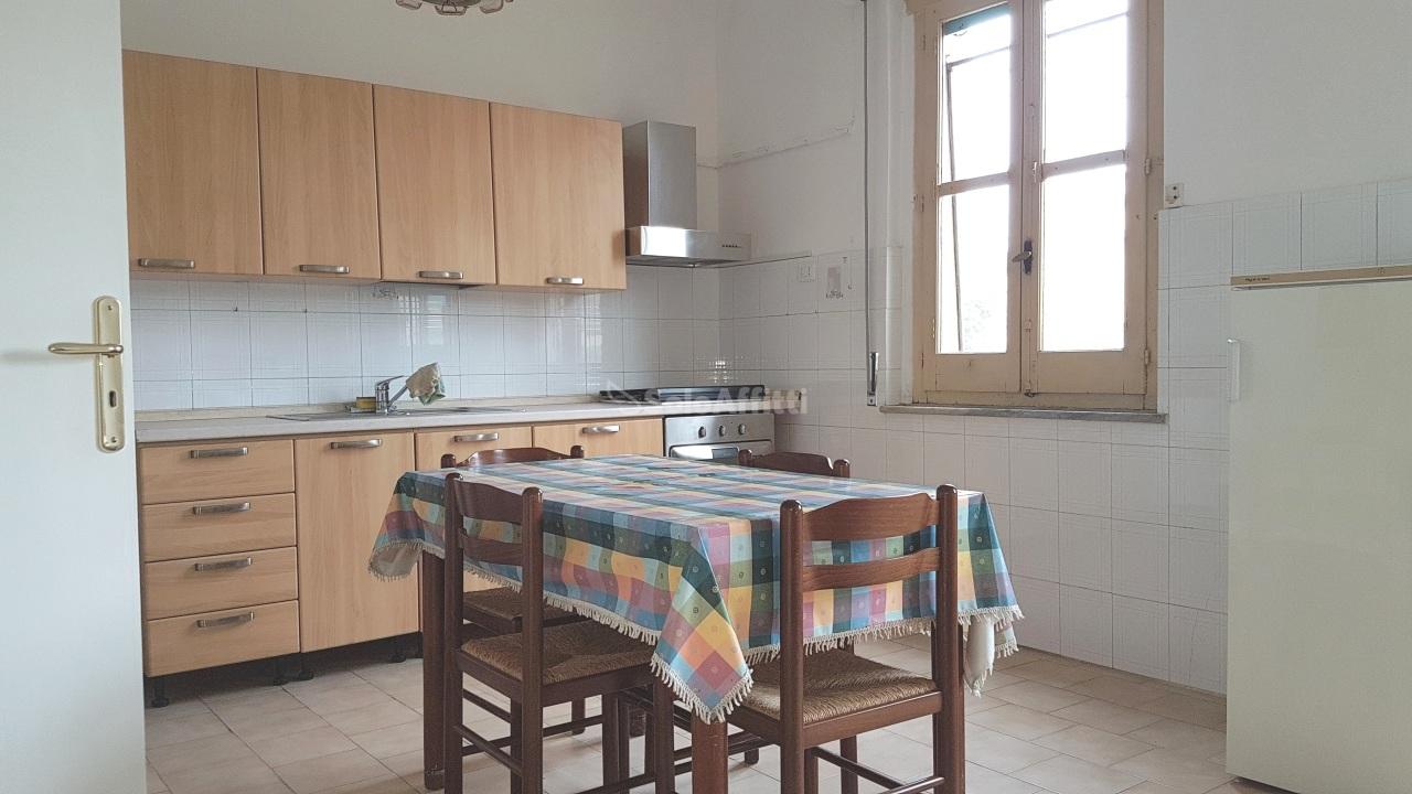 Quadrilocale in buone condizioni arredato in affitto Rif. 8463311