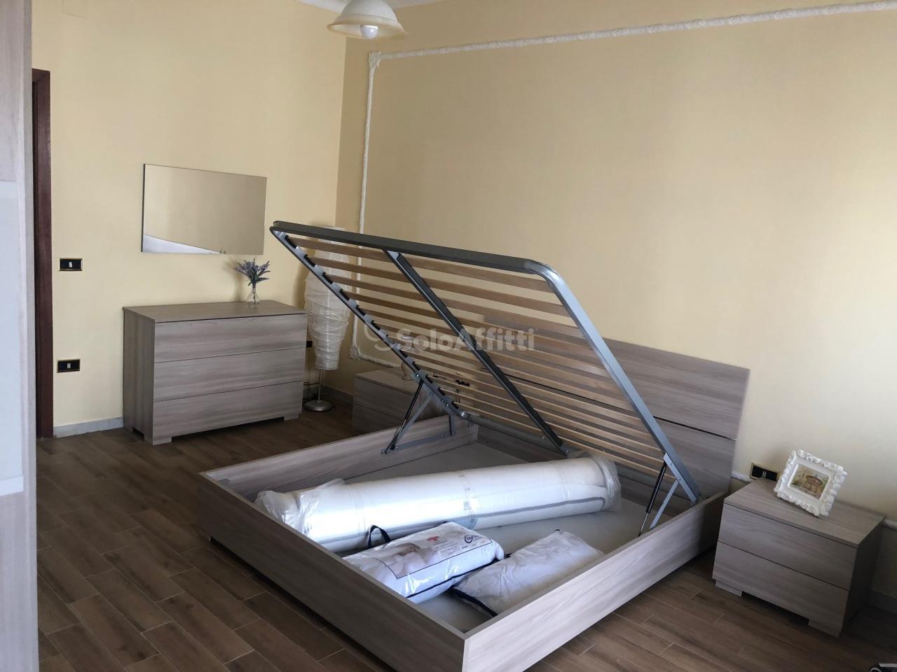 Stanza / posto letto ristrutturato arredato in affitto Rif. 10331528