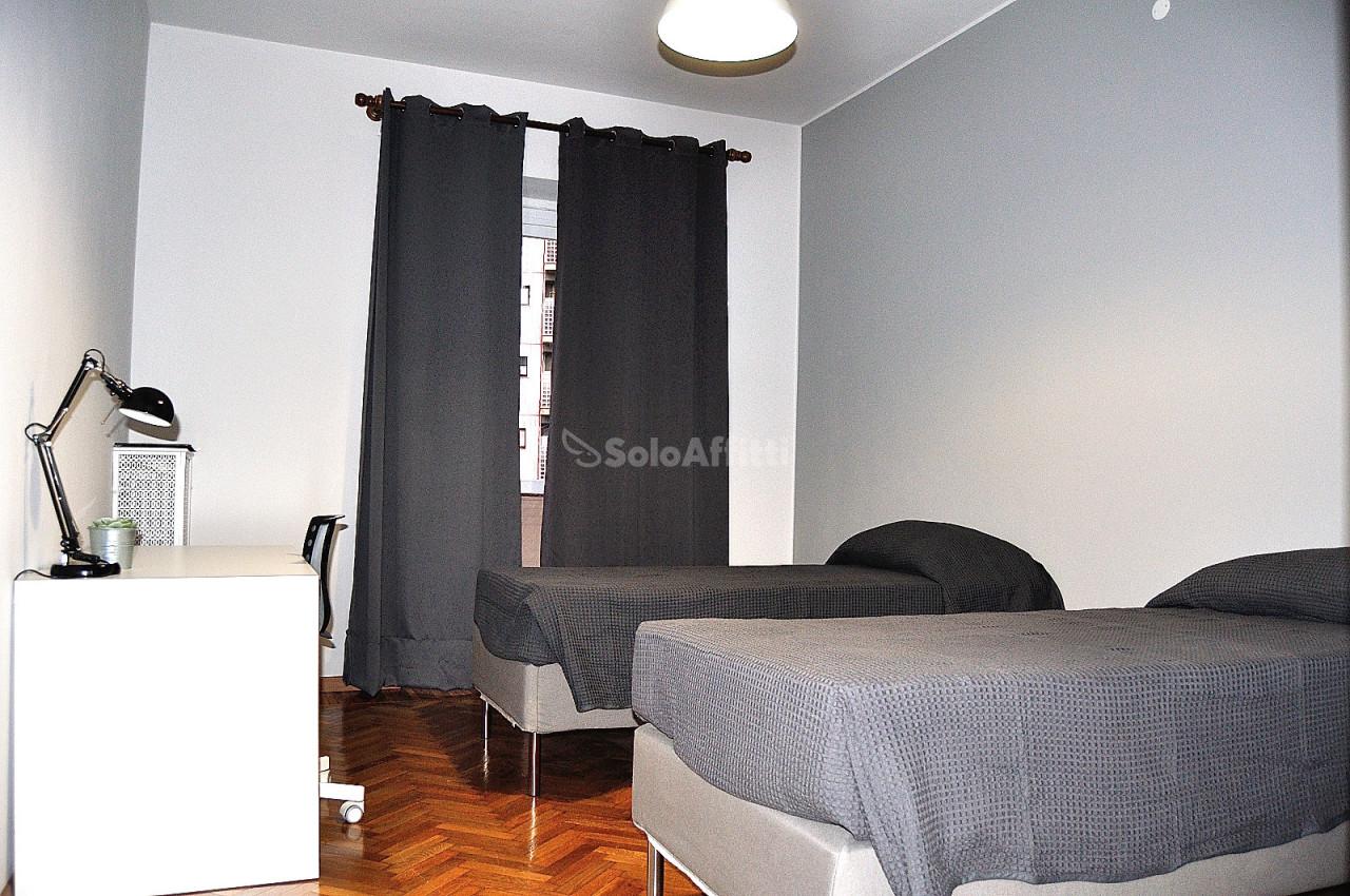 Stanza / posto letto ristrutturato arredato in affitto Rif. 12248966