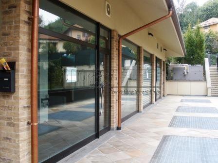 Fondo/negozio - 2 vetrine/luci a Castiglione Torinese Rif. 4131841