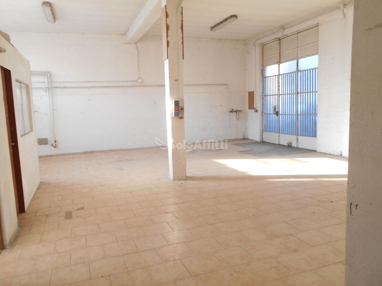 Magazzino in affitto a Carugo, 1 locali, prezzo € 900   PortaleAgenzieImmobiliari.it