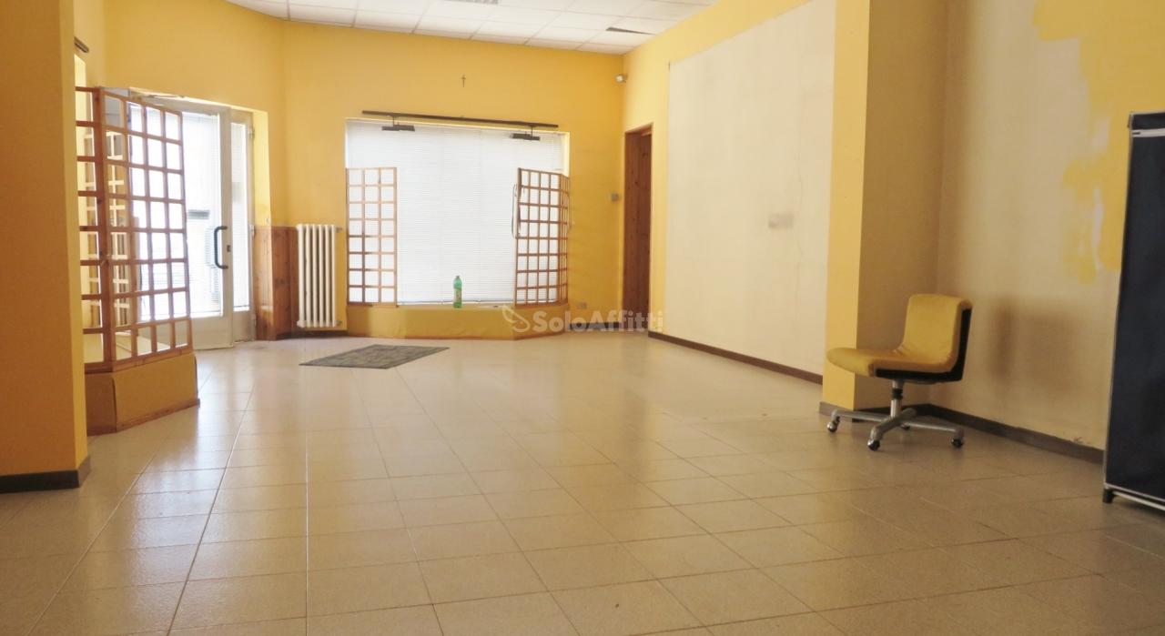 Fondo/negozio - 3 vetrine/luci a Villastanza, Parabiago Rif. 10694961