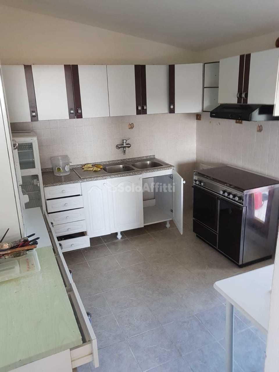 Quadrilocale in ottime condizioni arredato in affitto Rif. 11651746