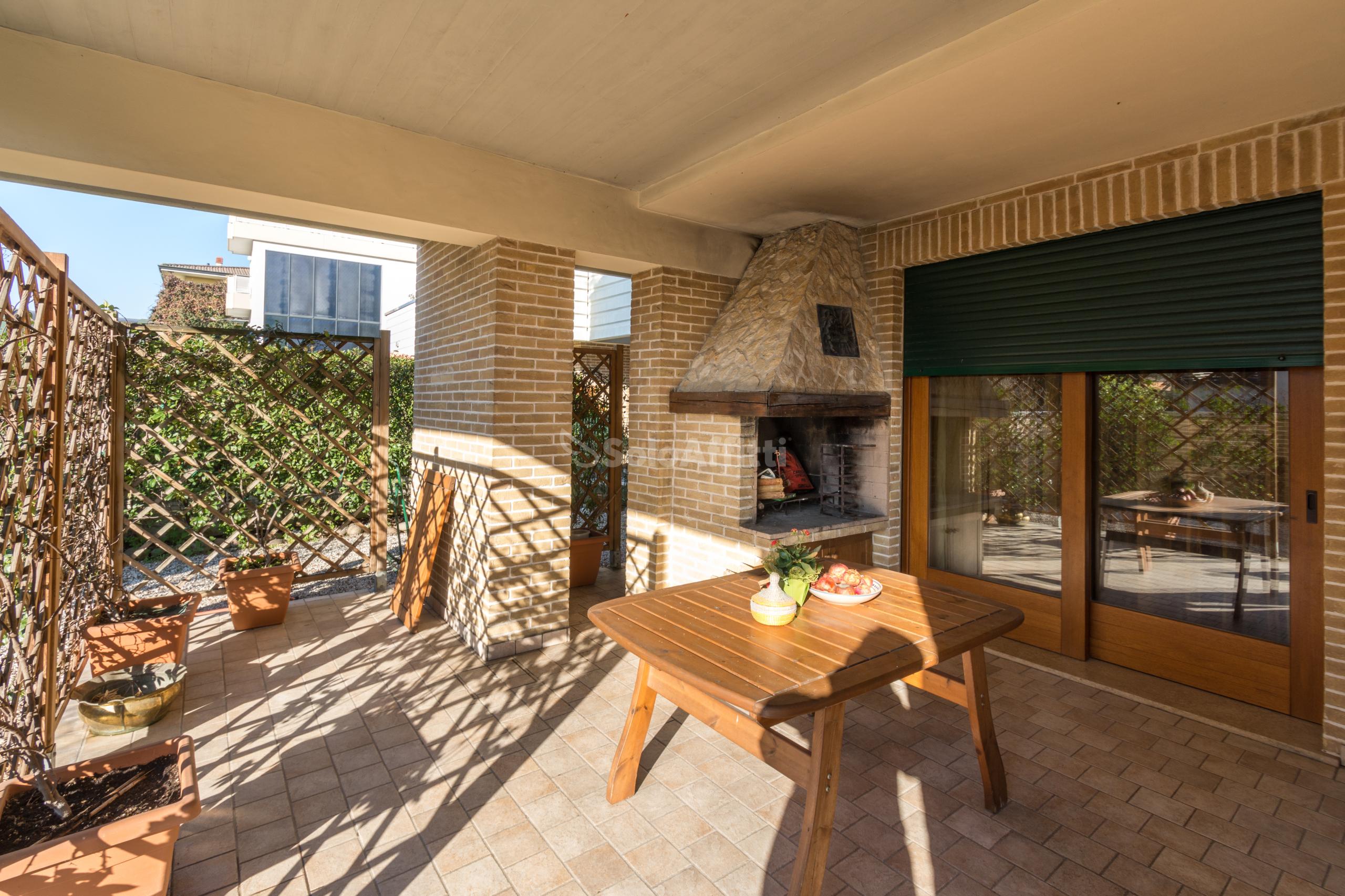 Appartamento Quadrilocale Arredato 6 vani 140 mq.