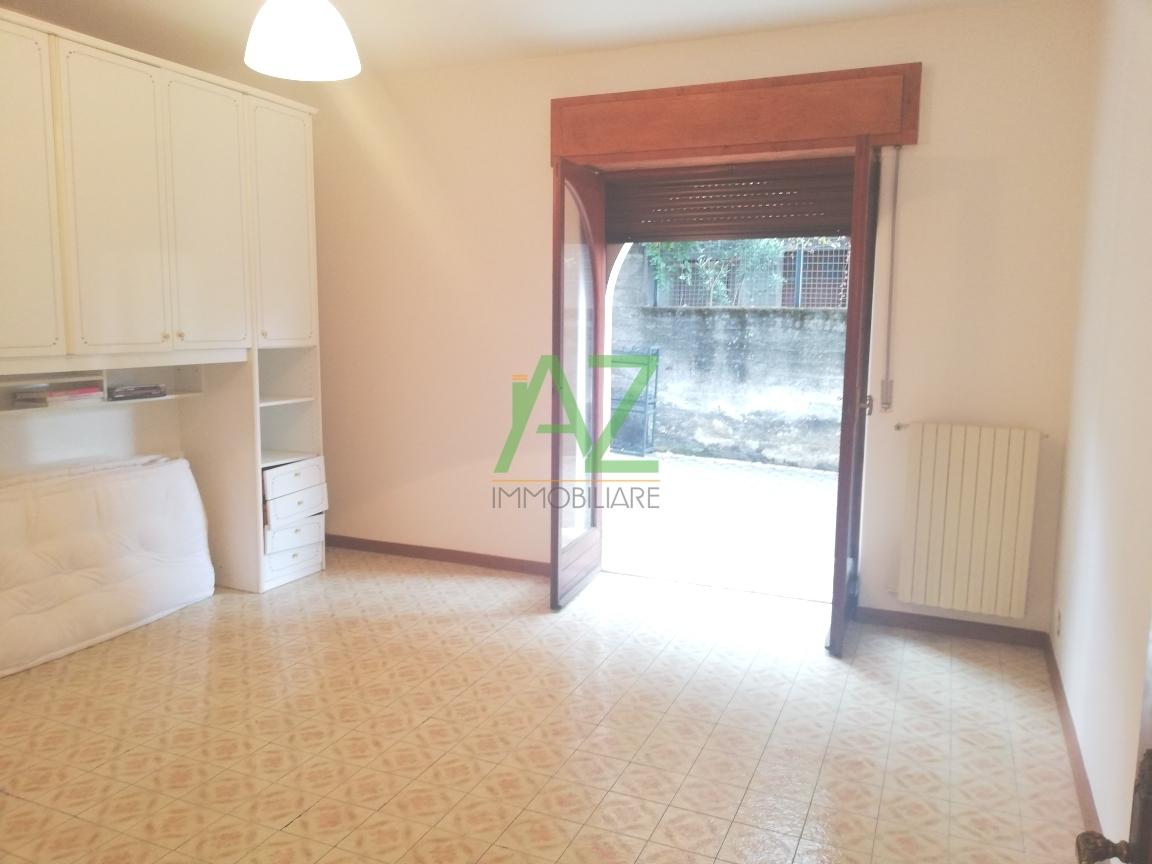 Appartamento in buone condizioni in affitto Rif. 8729938