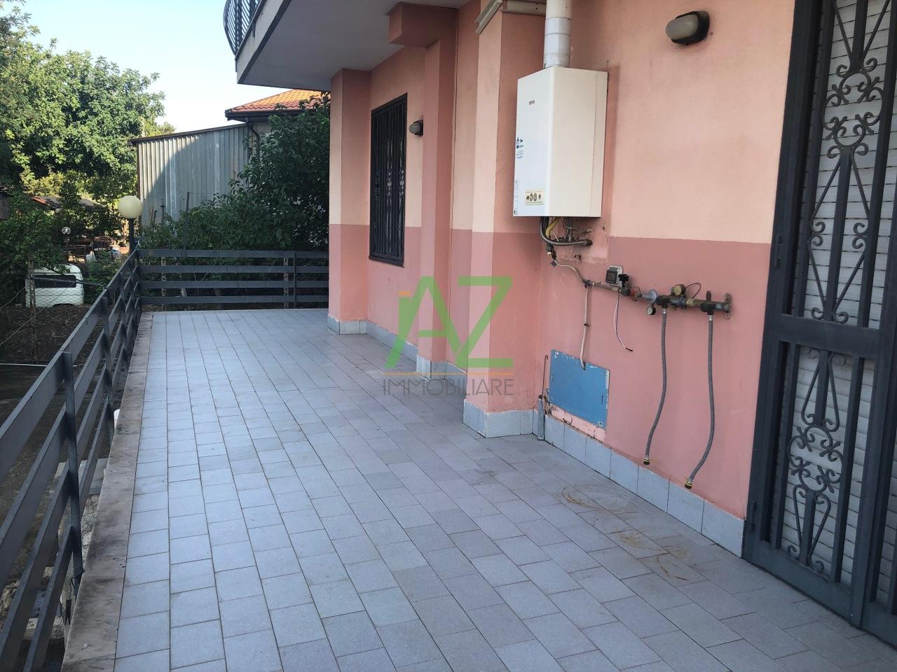 Appartamento in buone condizioni arredato in affitto Rif. 11002989
