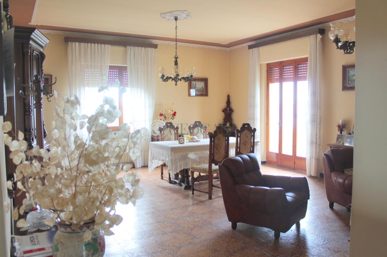 Soluzione Indipendente in vendita a Santo Stefano di Magra, 5 locali, prezzo € 230.000   CambioCasa.it