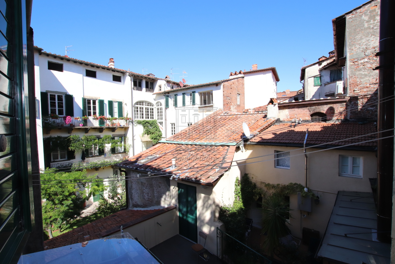 Appartamento Lucca Centro storico IA03499 img 10