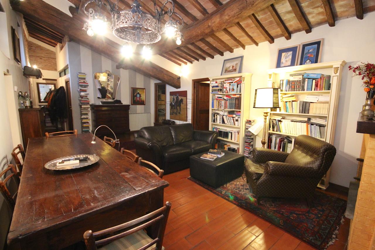 Appartamento Lucca Centro storico IA03457 img 4