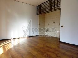 Trilocale in Vendita a Rovigo, zona CENTRO-QUARTIERI , 49'000€, 65 m², con Box