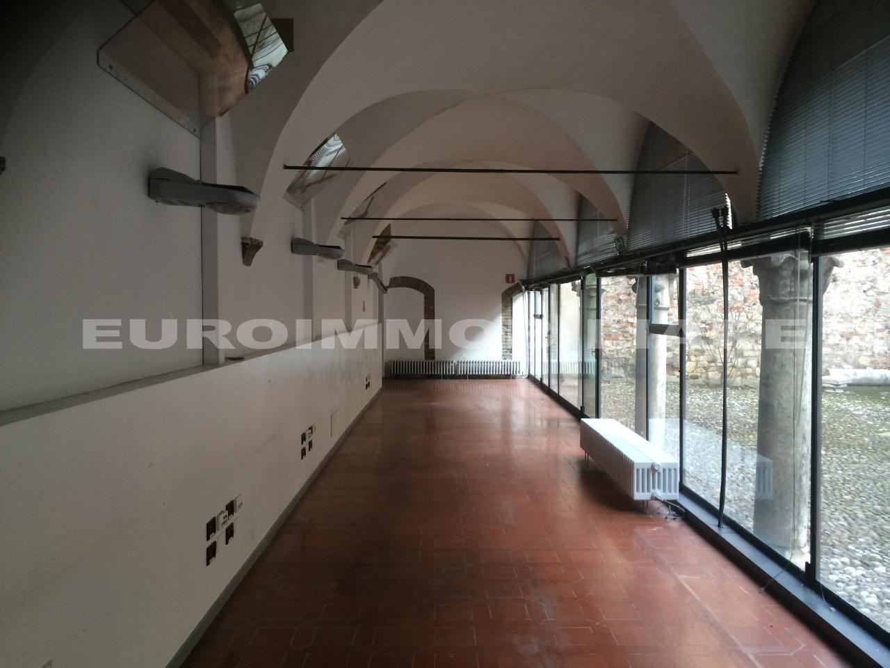 Ufficio / Studio in affitto a Brescia, 4 locali, prezzo € 2.200 | CambioCasa.it