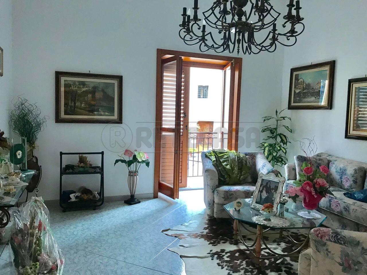Appartamento in buone condizioni in affitto Rif. 8518193