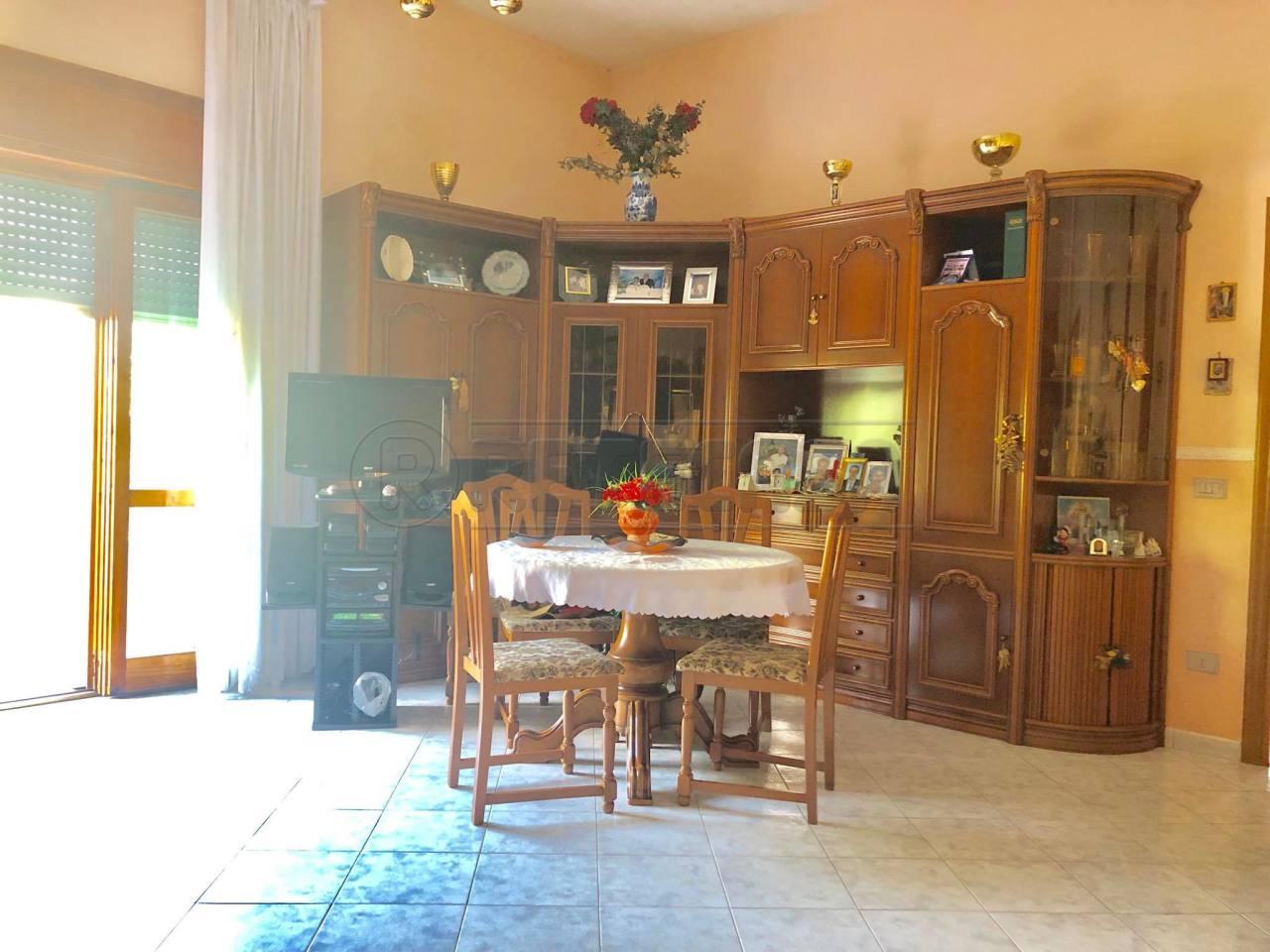 Appartamento in buone condizioni in vendita Rif. 10725036