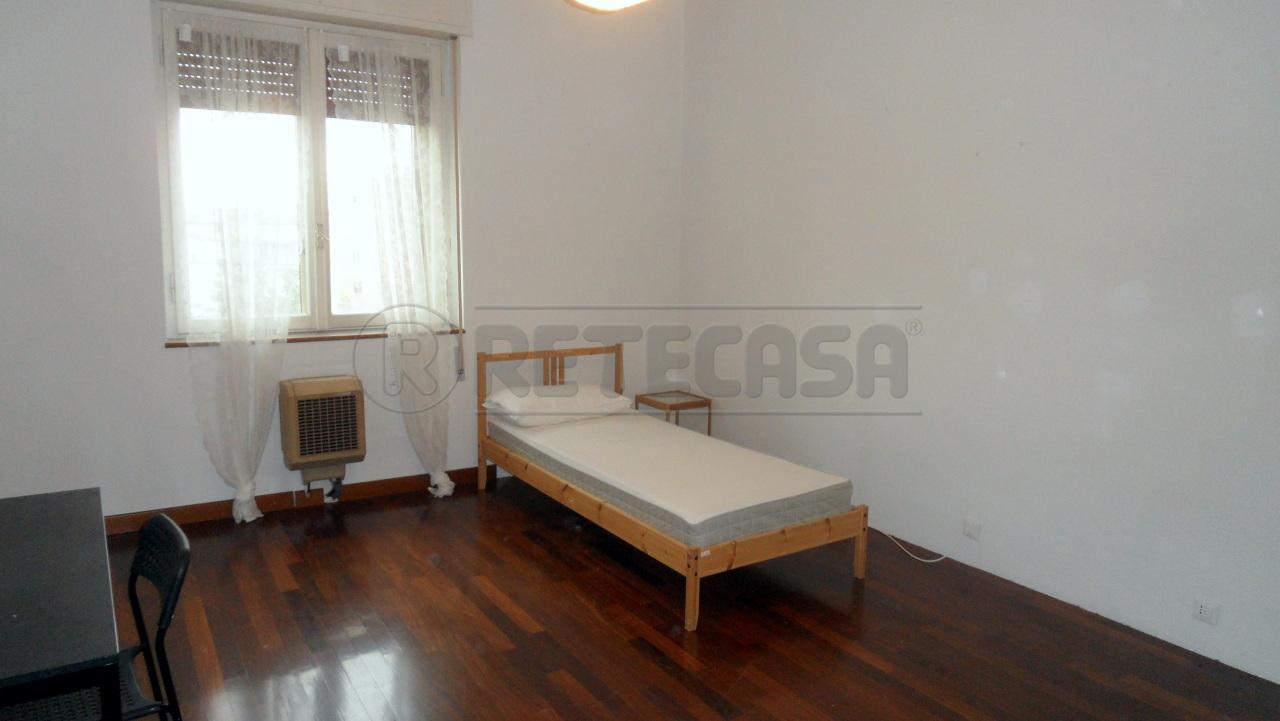 Appartamento in affitto a Mantova, 6 locali, prezzo € 300 | CambioCasa.it