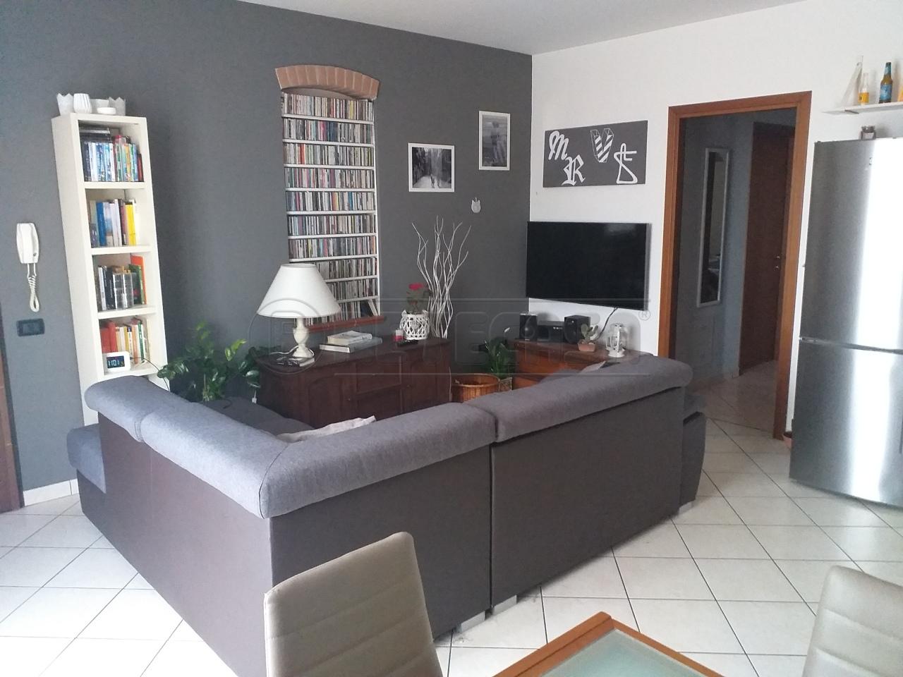 Appartamento in vendita a Bagnolo San Vito, 4 locali, prezzo € 83.000 | CambioCasa.it
