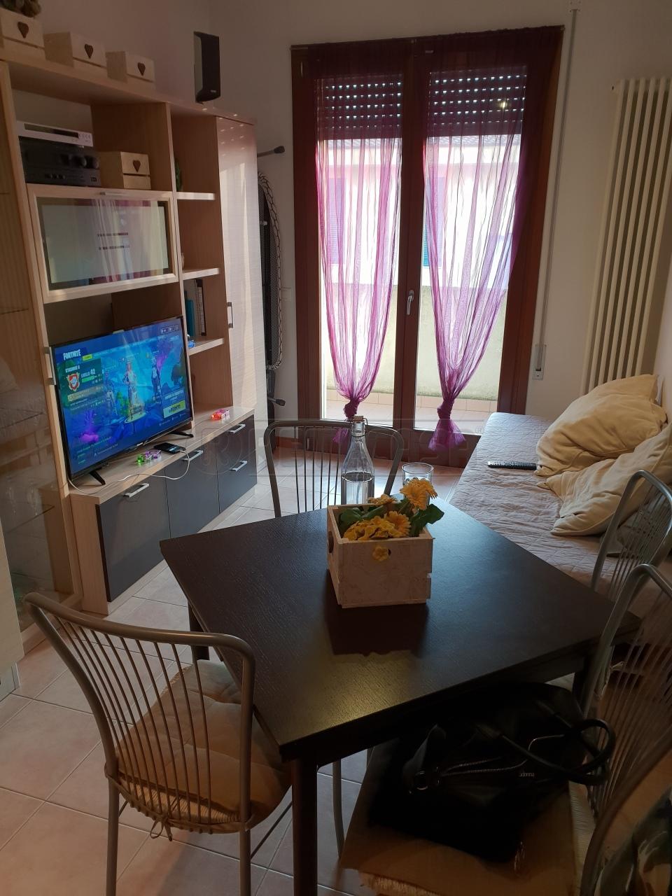 Appartamento in buone condizioni arredato in vendita Rif. 8673793