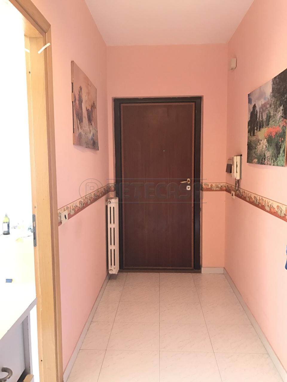 Appartamento in buone condizioni in vendita Rif. 4130900