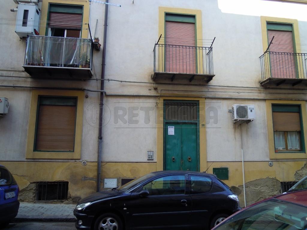 Appartamento in buone condizioni in vendita Rif. 6915845