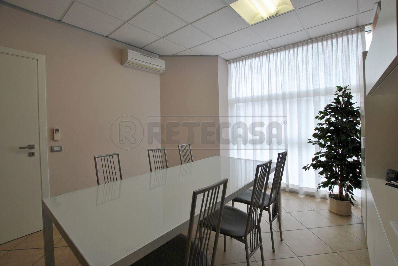 Commerciale - Negozi e Uffici a Cornedo Vicentino Rif. 12393449