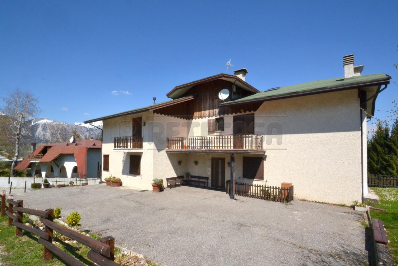 Appartamento in buone condizioni in vendita Rif. 10115850