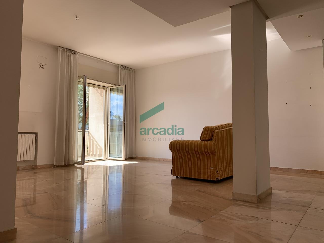 Appartamento in vendita a Bari, 4 locali, prezzo € 280.000 | CambioCasa.it