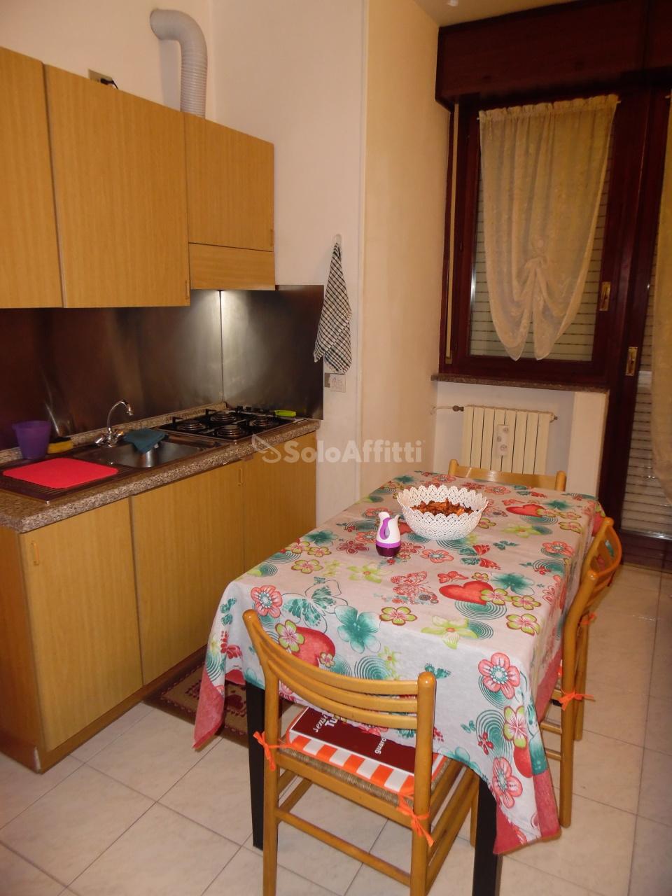 Monolocale in buone condizioni arredato in affitto Rif. 10530638