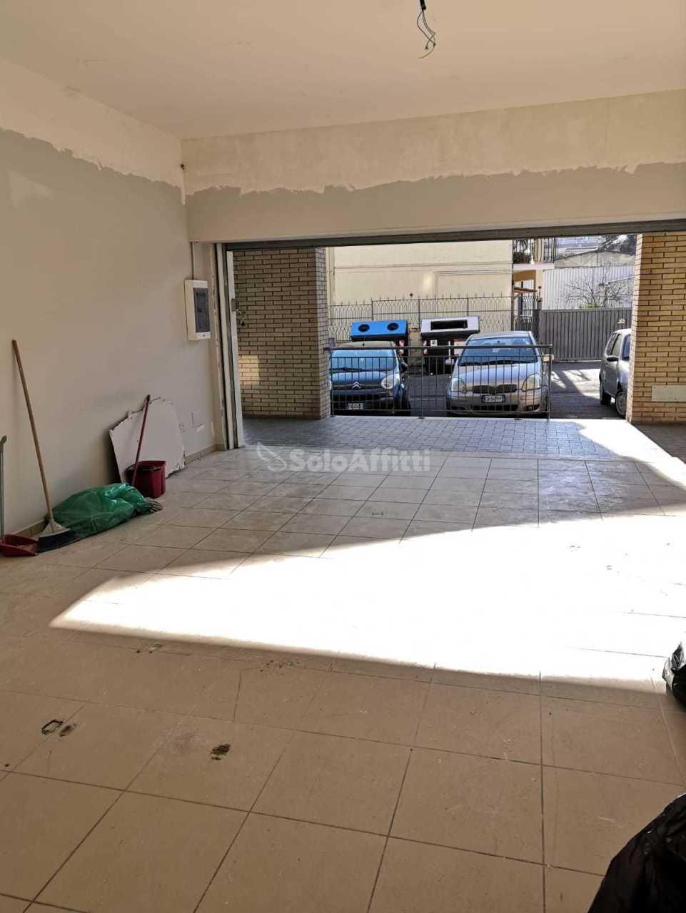 Fondo/negozio - 1 vetrina/luce a Castel Verde, Roma Rif. 11939025