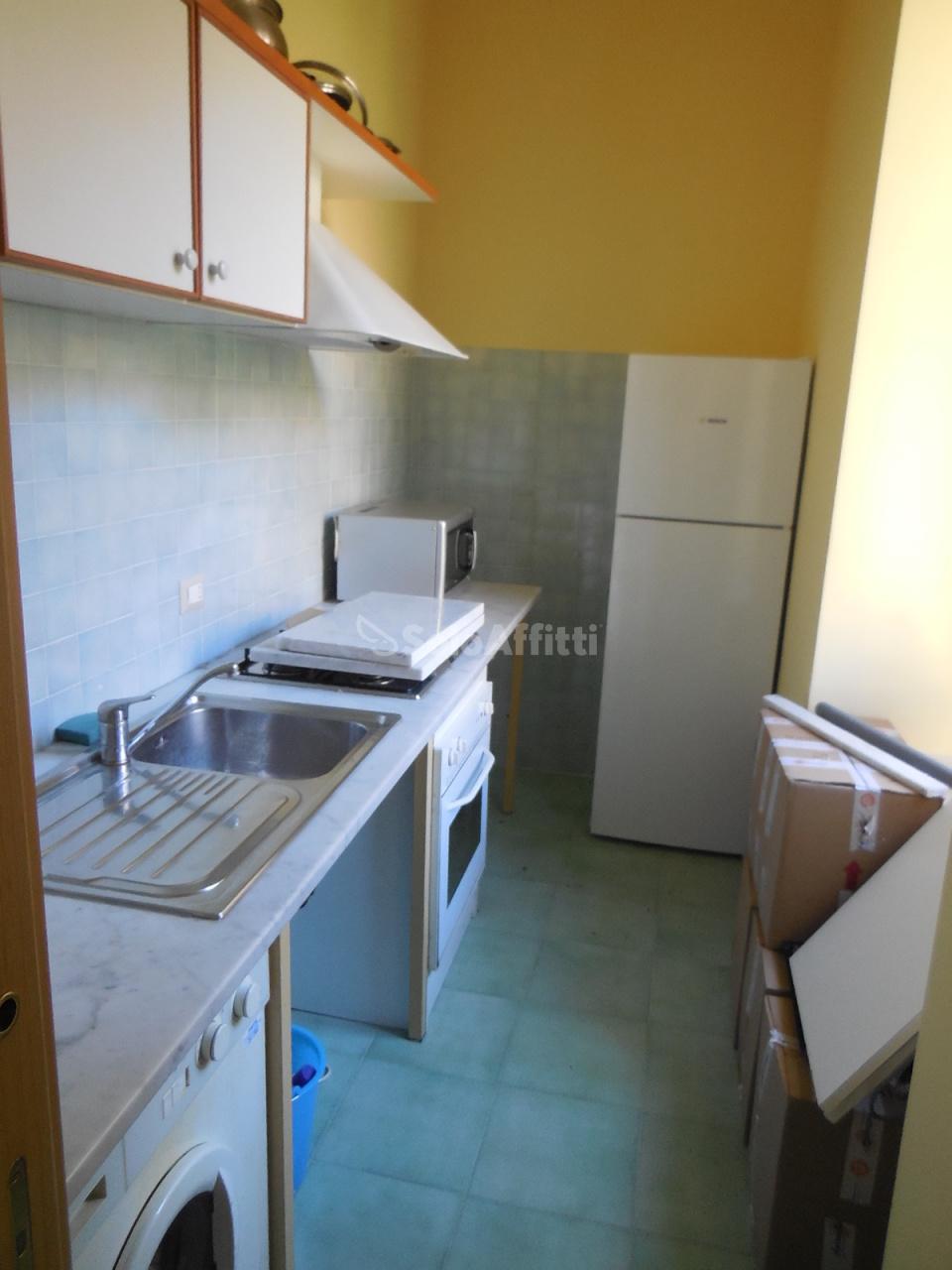 Stanza / posto letto in buone condizioni arredato in affitto Rif. 9343263
