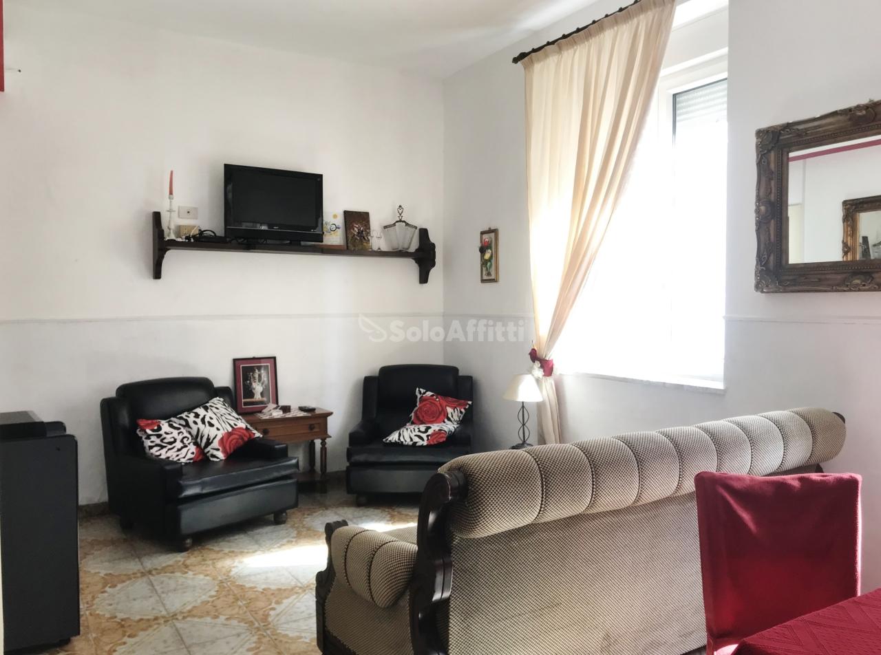 Bilocale in buone condizioni arredato in affitto Rif. 9863210