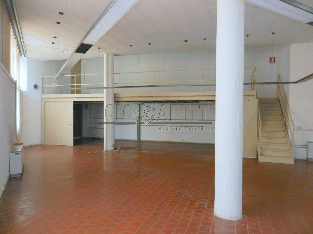 Ufficio / Studio in affitto a Como, 2 locali, prezzo € 750 | PortaleAgenzieImmobiliari.it